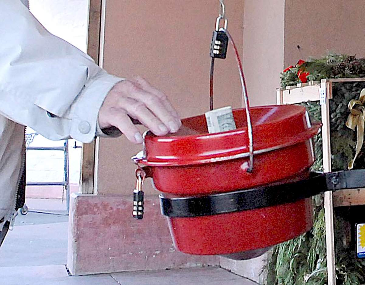 MI man is living in Salvation Army's red kettle to raise $10000