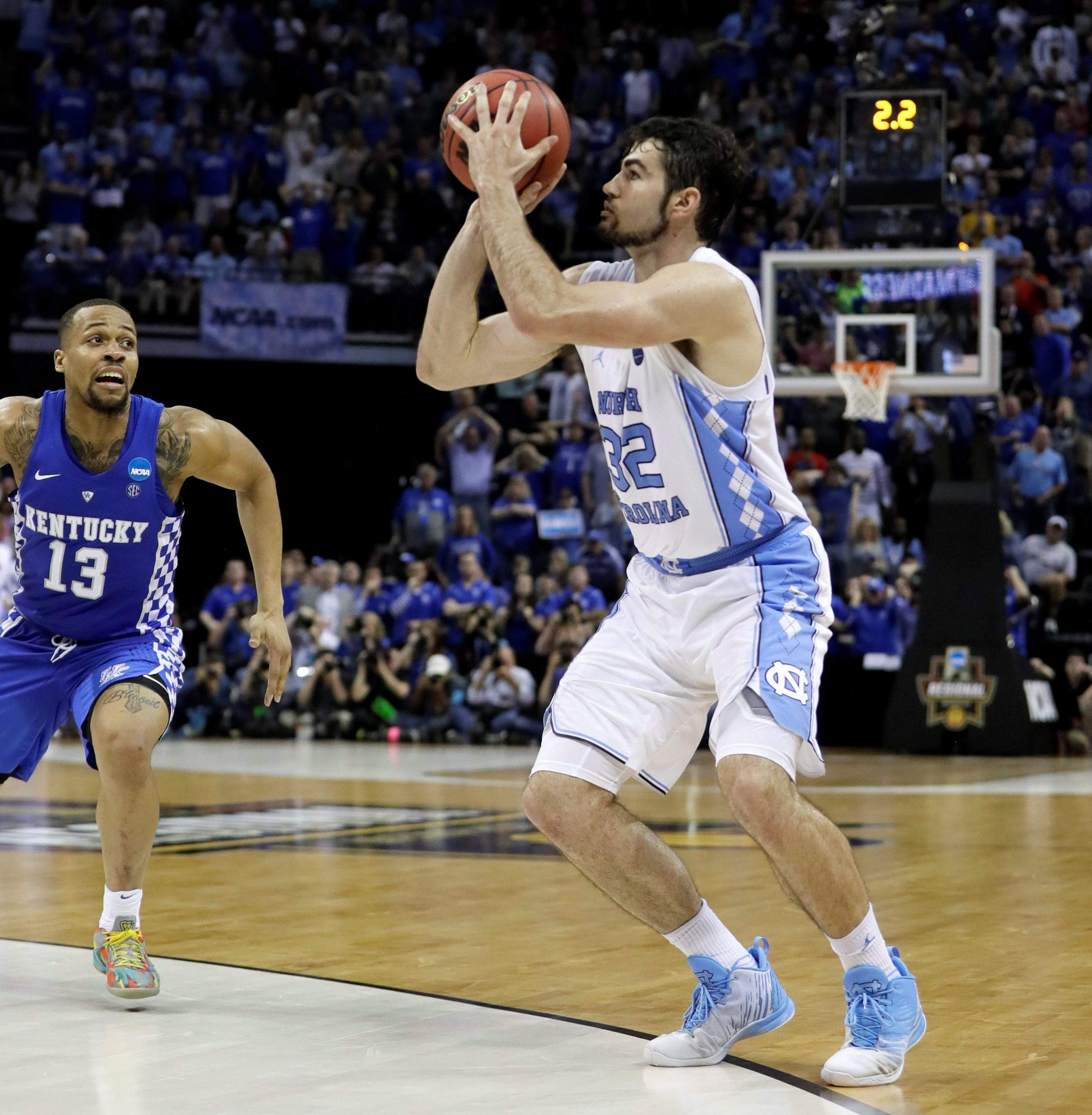 Last-second hoop lifts Tar Heels into Final Four