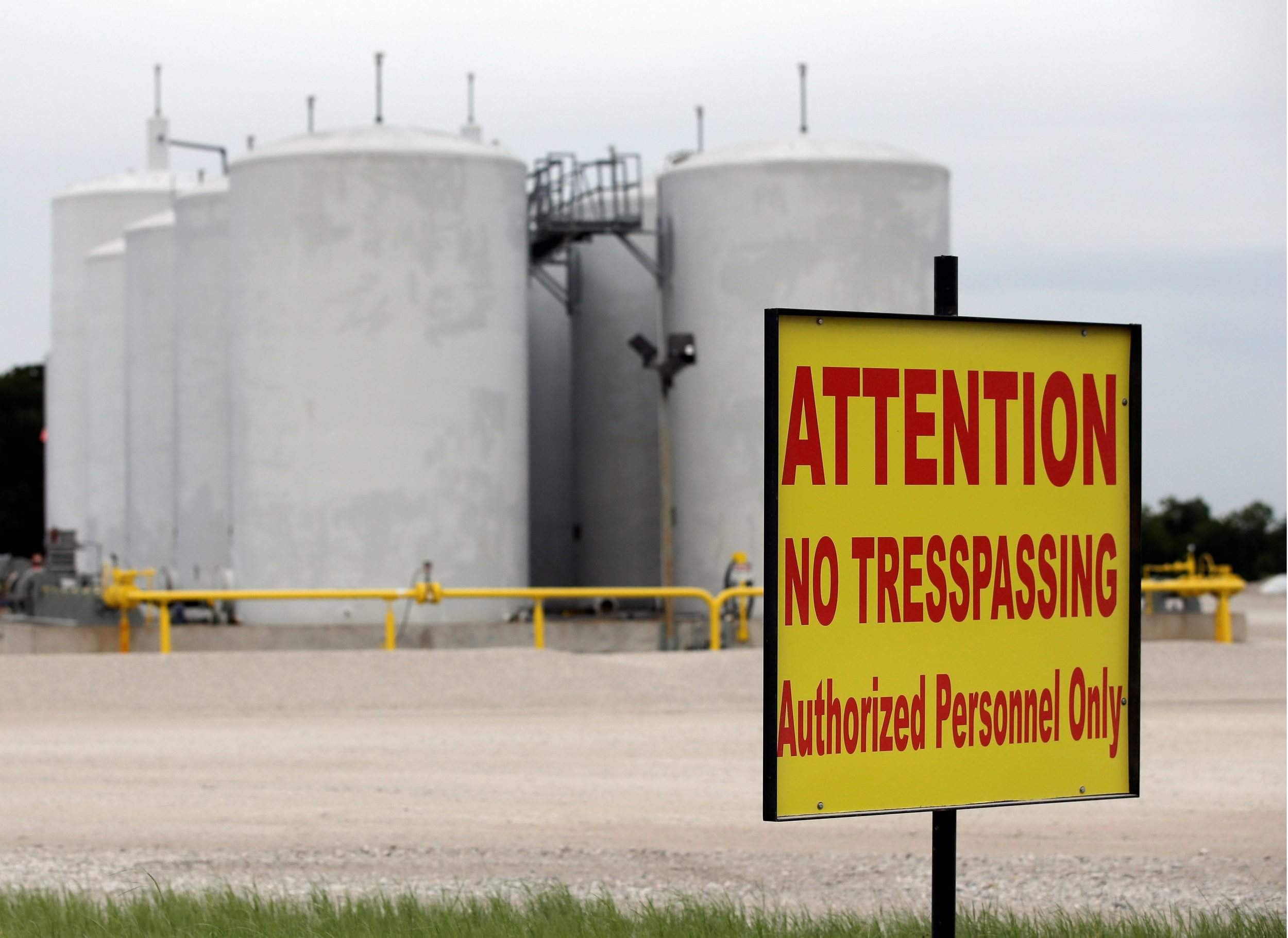 ... Azco Storage Azle Tx #49   Signs Warn Against Trespassing At A Well  Injection Site ...