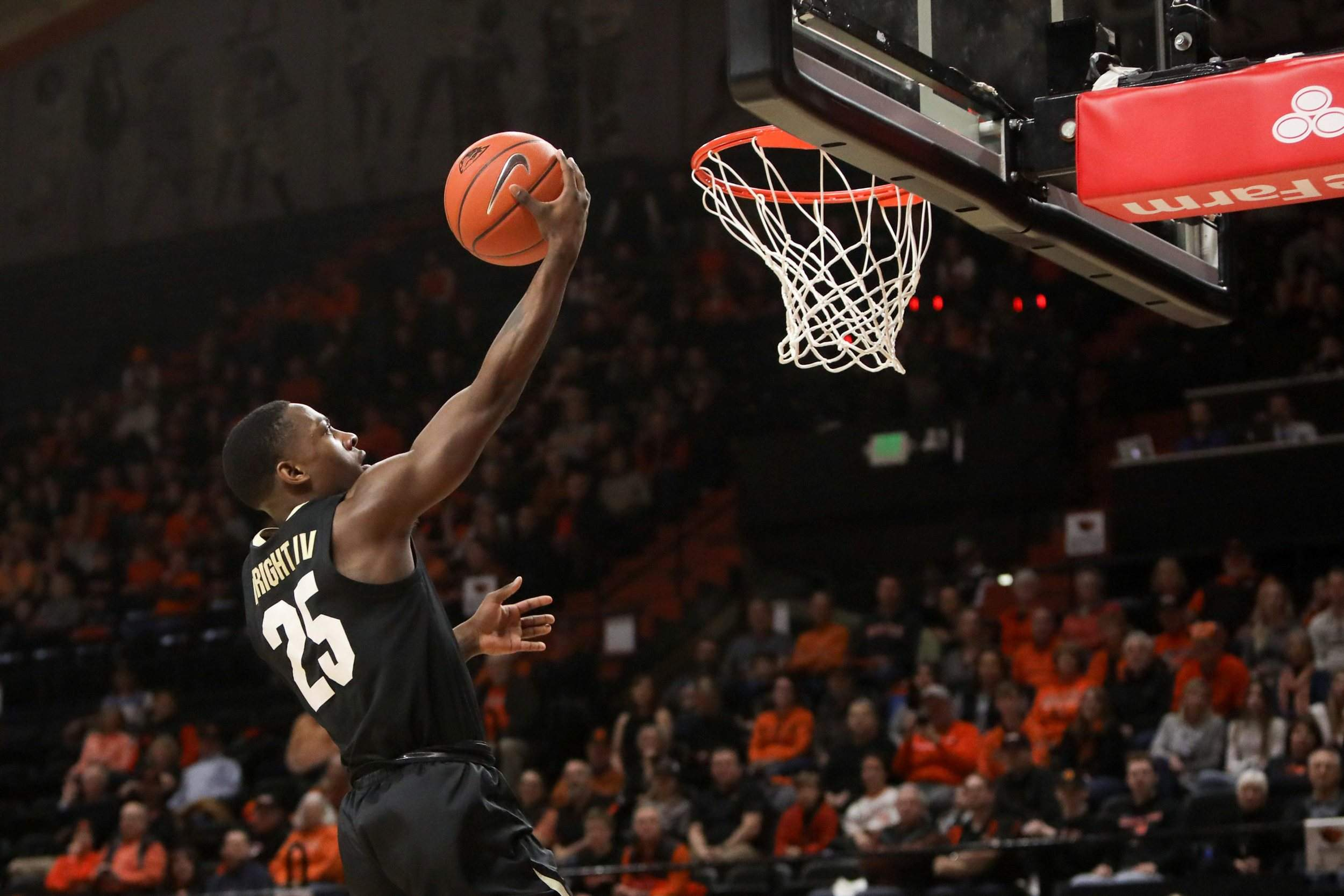 No. 17 OR rallies to beat No. 16 Colorado 68-60
