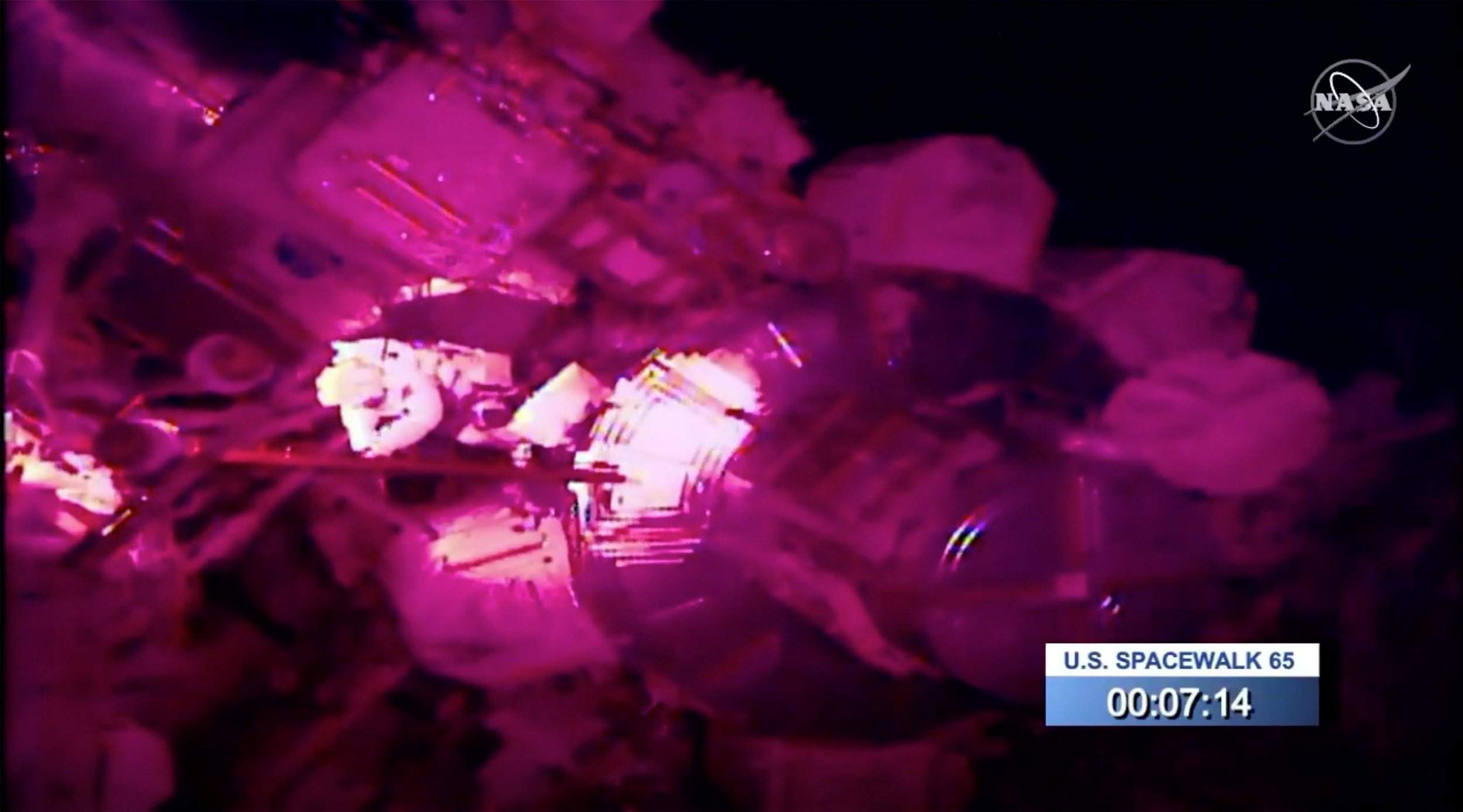 Astronaut loses mirror, adding to space junk