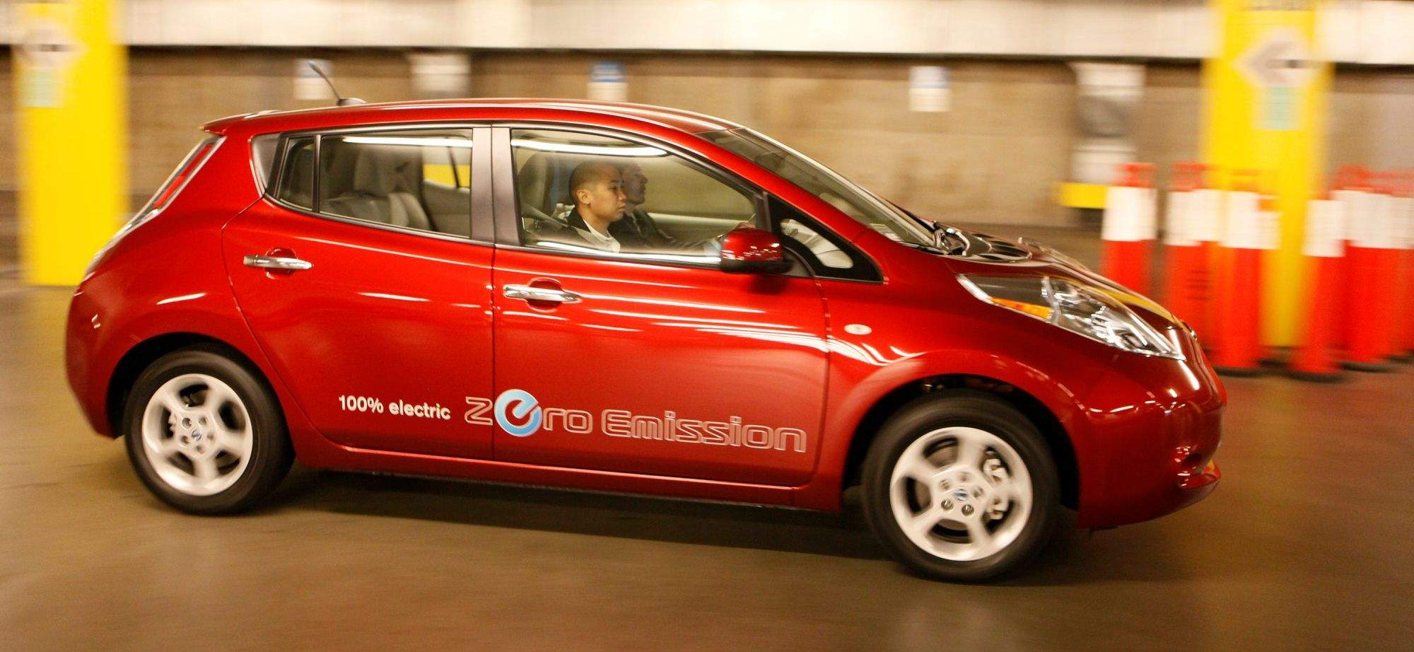 At 99 Miles Per Gallon Nissan S Leaf Goes The Distance Ar 711239977