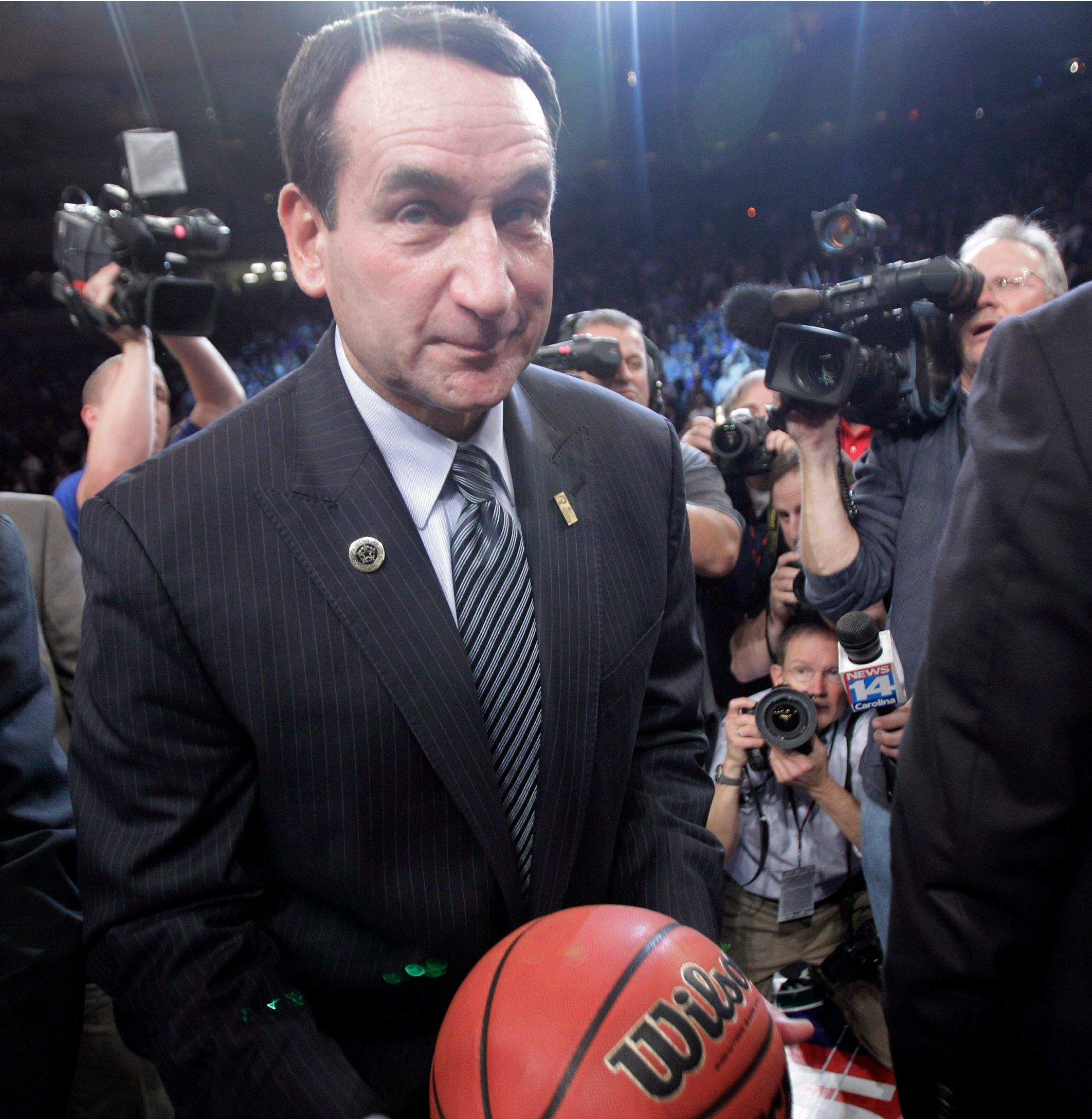 coach k vs coach knight Coach k's and coach knight's careers have been intertwined since krzyzewski played for knight at the us military academy in the late 1960s coach k's first job in college basketball came when he was offered a graduate assistant position by knight at the university of indiana and, like knight, krzyzewski's first head coaching job was at.