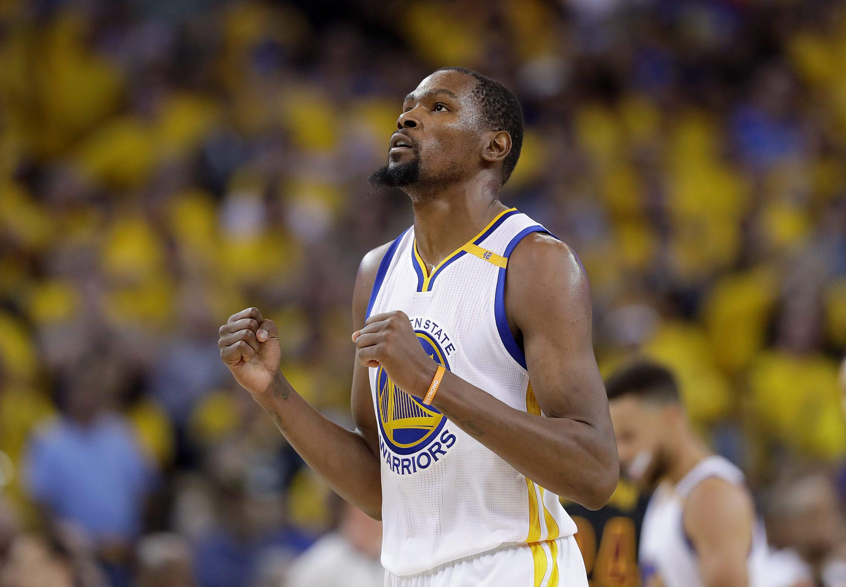 3d39aa4161b AP Source: Kevin Durant agrees to 2-year deal with Warriors