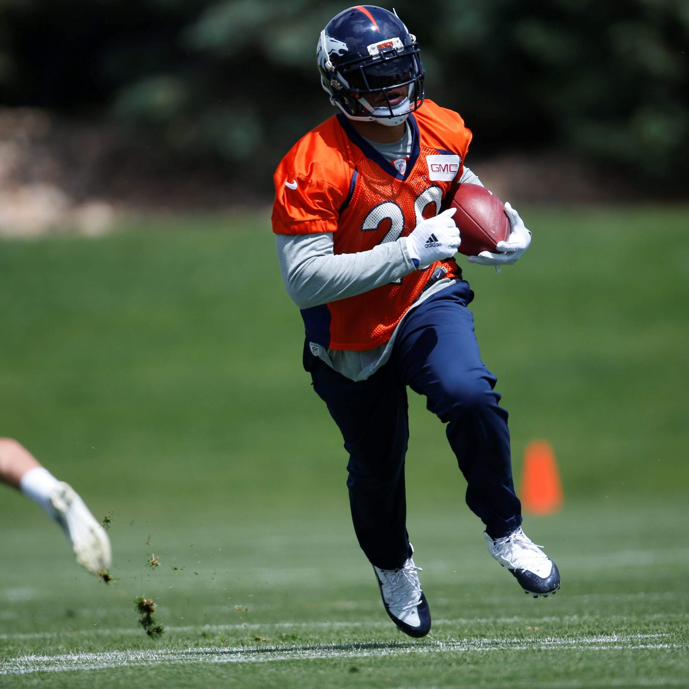 Denver Shooting Devon: Broncos Lose Running Back Devontae Booker To Wrist Injury