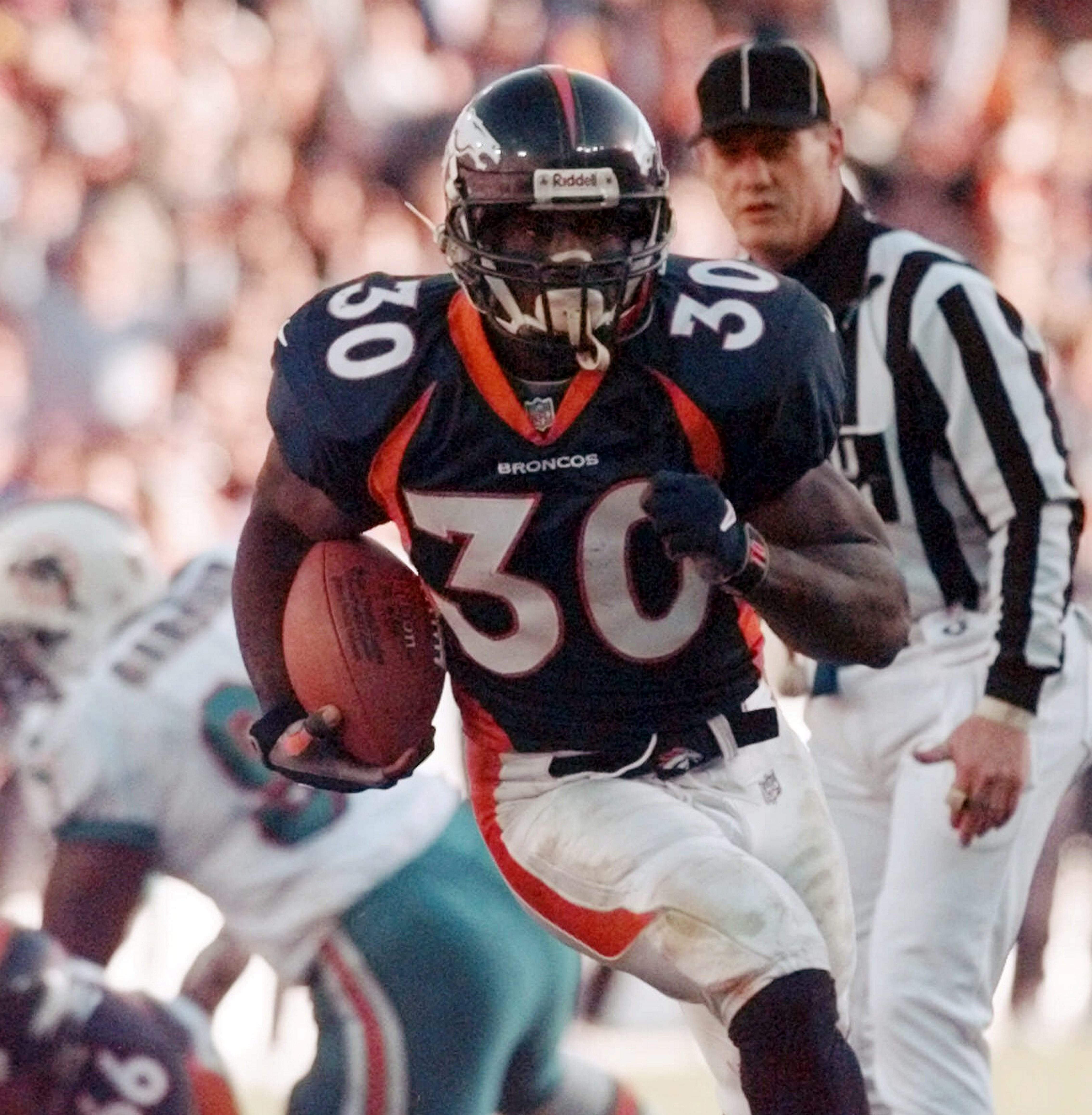 75c9e2adc7a Denver Broncos running back Terrell Davis is part of seven-man class  heading into the Pro Football Hall of Fame this weekend.