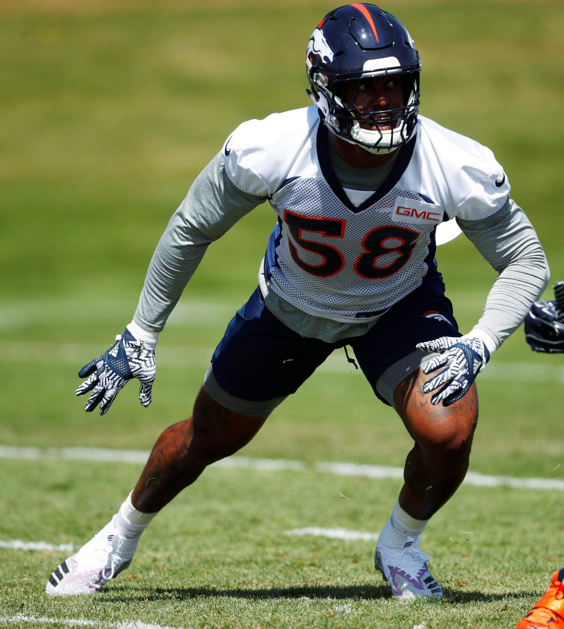 71b3a93c2 Von Miller brings NFL s best together for pass rushing summit