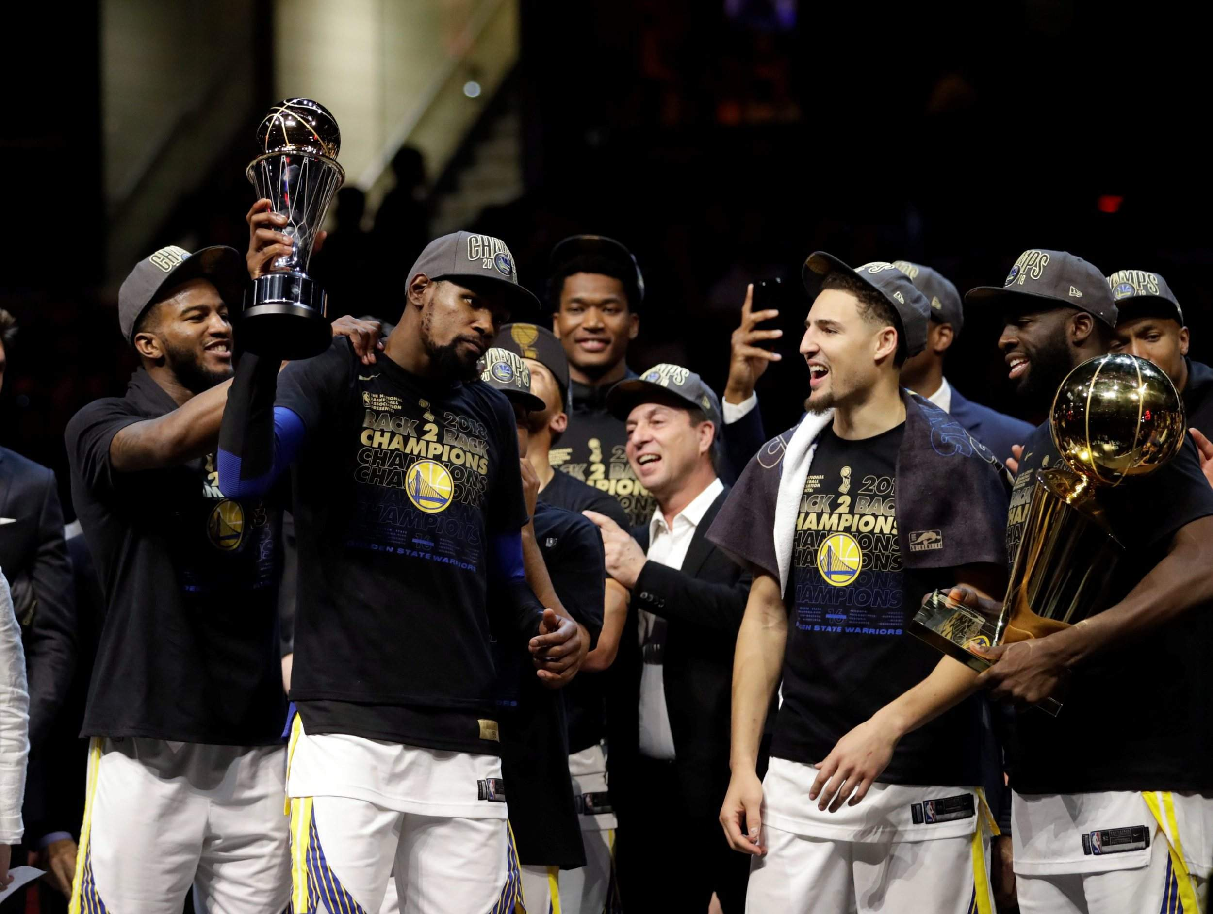 045f86ce67b9 Kevin Durant wins back-to-back NBA Finals MVPs