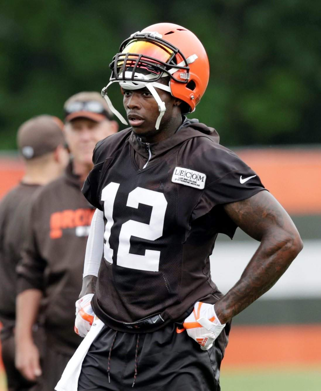 Cleveland Browns wide receiver Josh Gordon takes a break during practice at  the NFL football team s training camp facility 00a0e550a