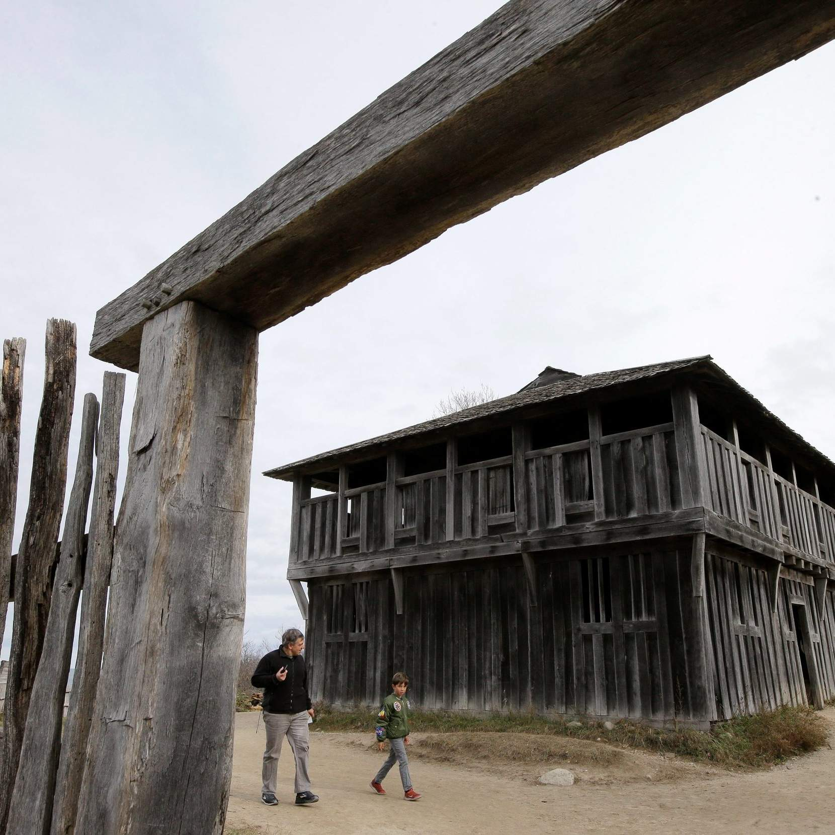 400 years after Pilgrim landing, Native Americans are