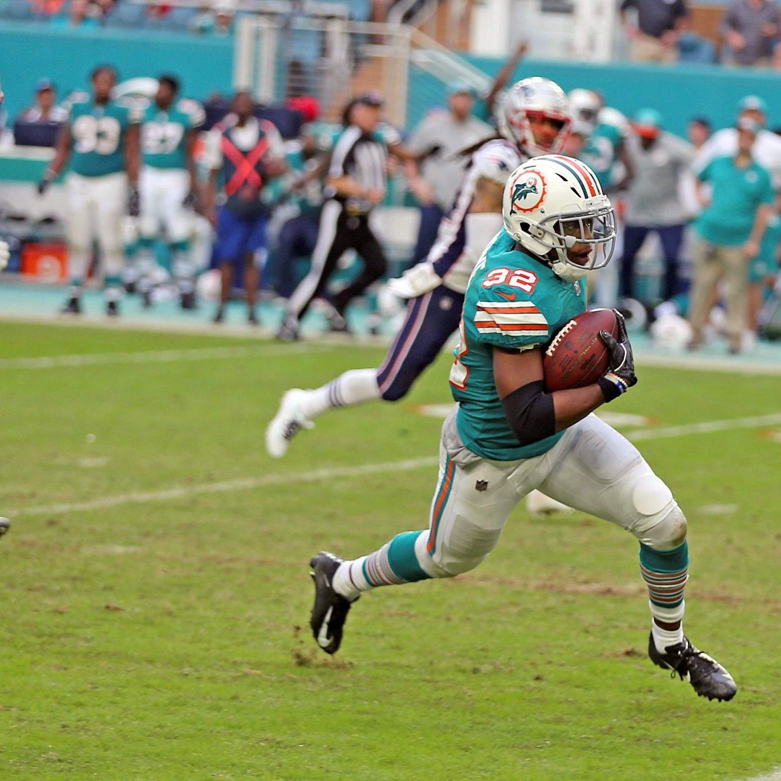 eadeb6ce1 Miami Dolphins running back Kenyan Drake runs for a touchdown during the  second half of Sunday's game against the New England Patriots in Miami  Gardens, ...