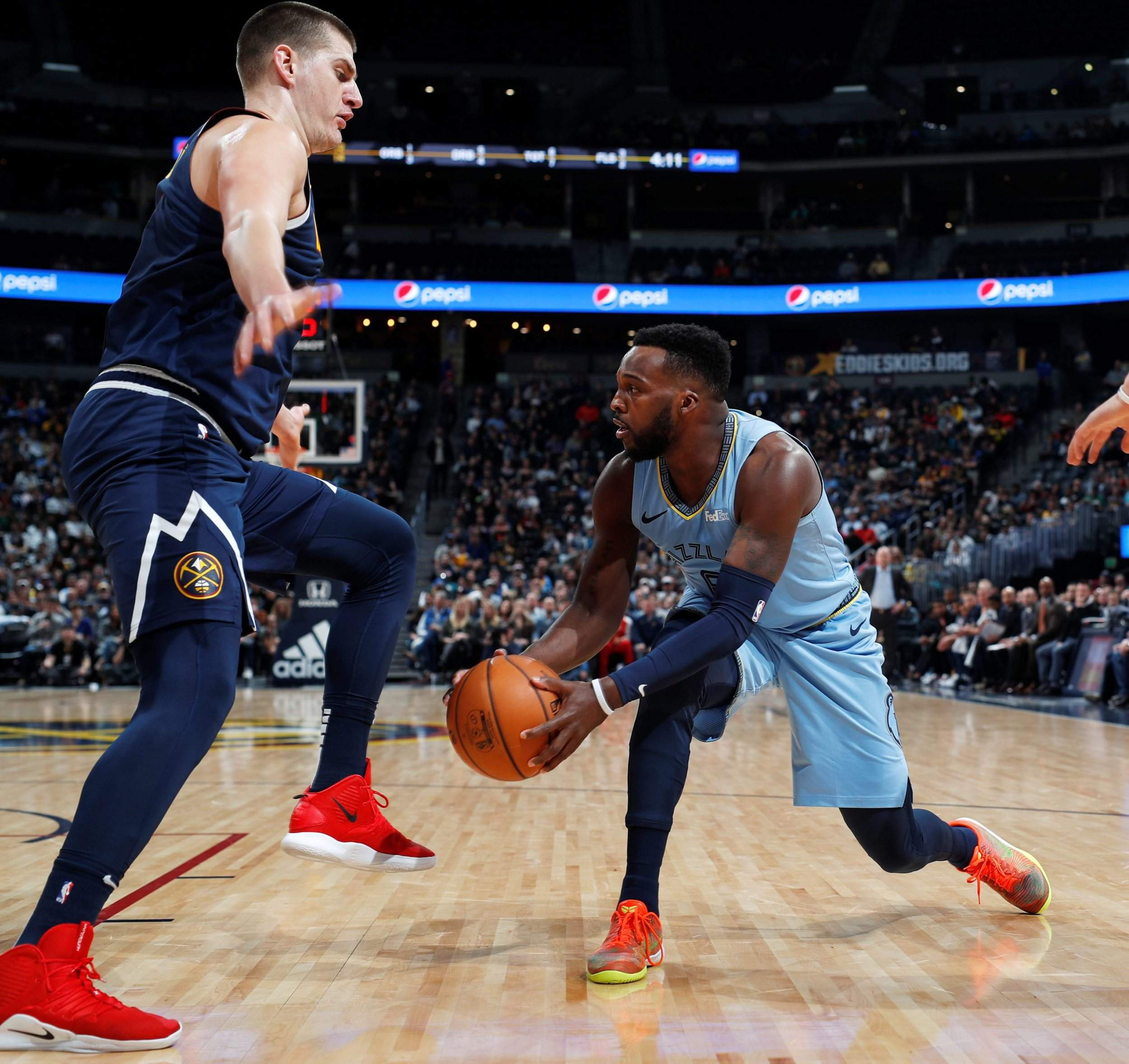 f2150ba12 Jokic leads way with 27 as Nuggets snap skid