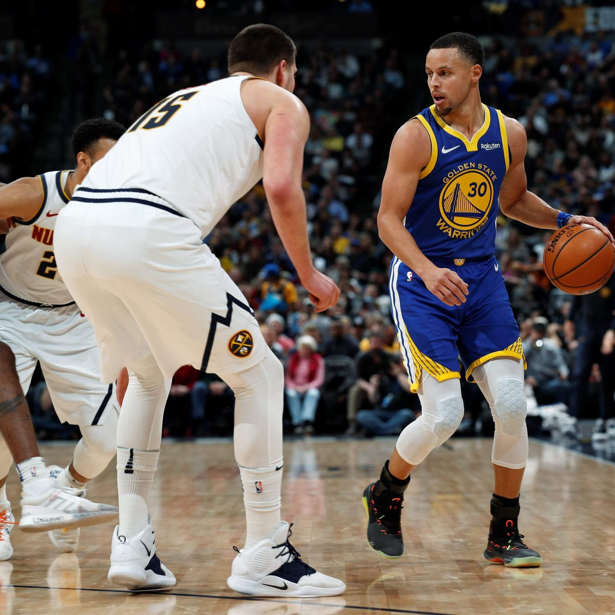 Warriors Set NBA Record, Rout Nuggets