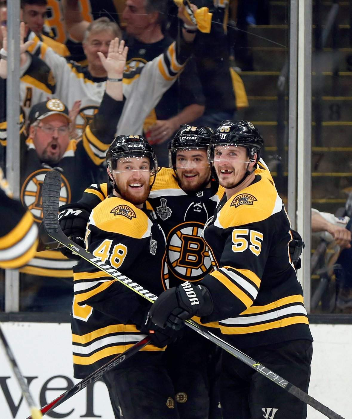 Bruins rally to win Stanley Cup opener