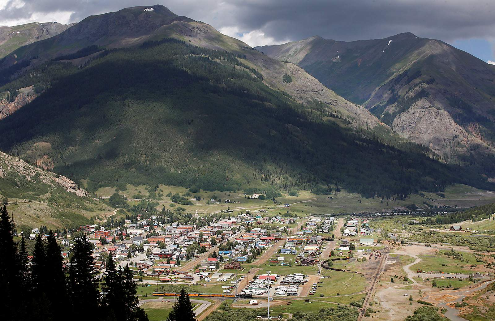 Lightning knocks out all internet, cellphone service in Silverton