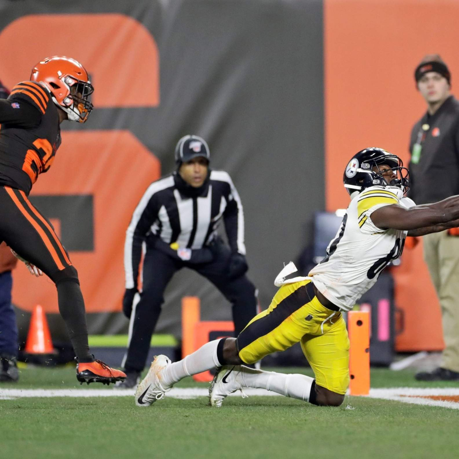 Browns Top Steelers Win Marred By Brawl